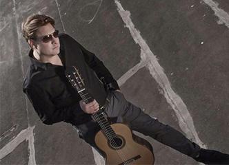 《原声吉他》杂志:古典吉他家杰森·维奥克斯及其宽广的演奏技艺