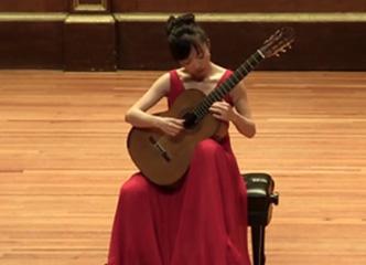 杨雪霏古典吉他演绎《渔舟唱晚》,好听得停不下来!