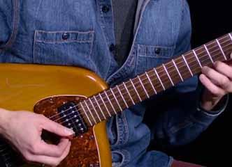 如何提高你的拨弦速度丨伯克利官方视频讲解