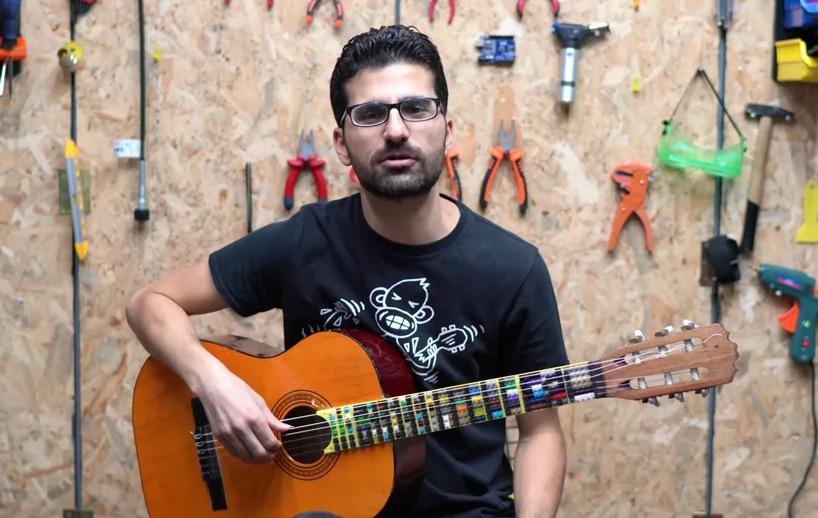 音乐家用乐高积木制成指板,设计微调吉他